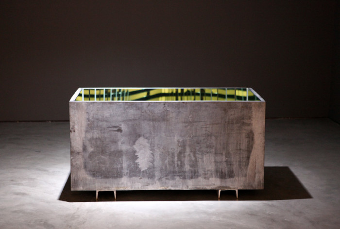 I can see what I am (1) (Installation, mirror-lined lead sarcophagus, 150x75x70cm, 2013) Photo © by Peter Brune